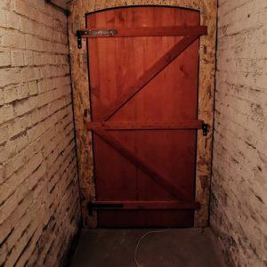 Montaż ścianki z drzwiami, pienica